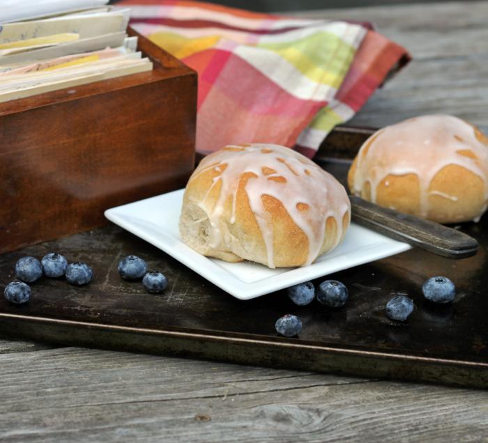 Stuffed blueberry buns