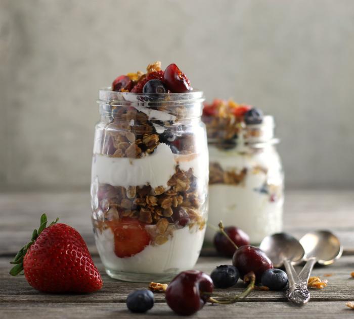 Granola and Greek Yogurt Breakfast Parfait