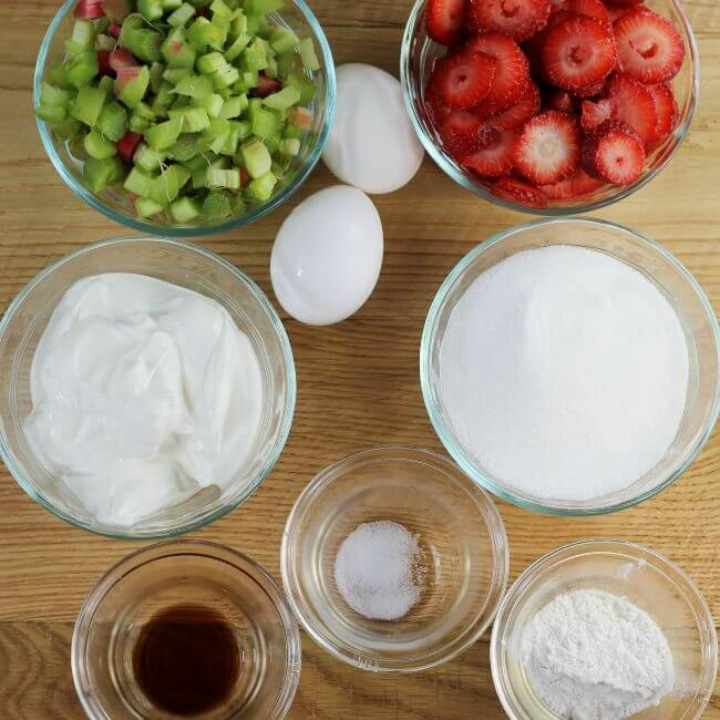 Ingredients that are used for maiking strawberry rhubarb pie