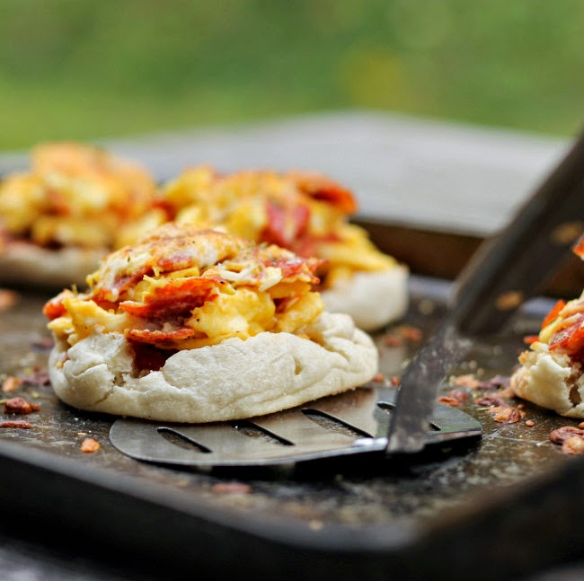 Breakfast English Muffin Pizzas