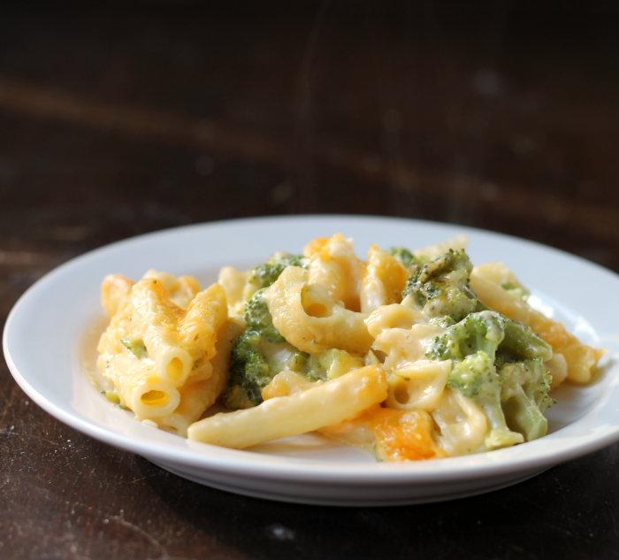 Bake macaroni and cheese with broccoli