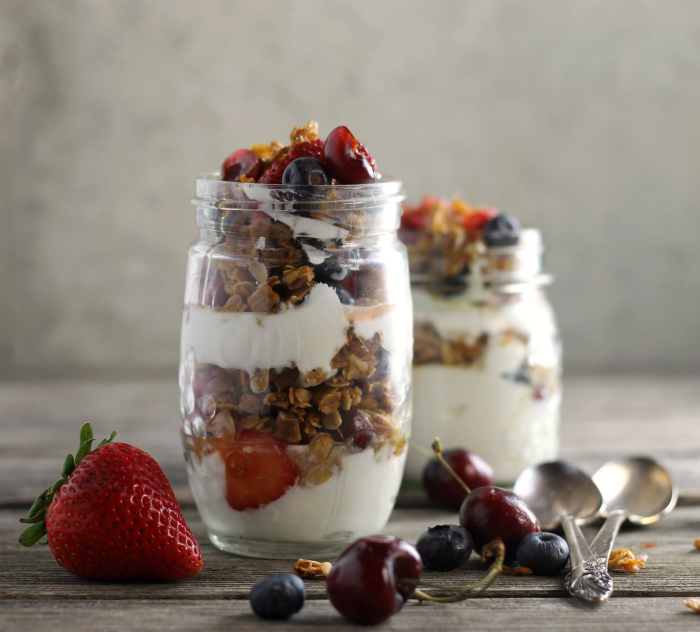 Granola and Greek Yogurt Breakfast Parfait