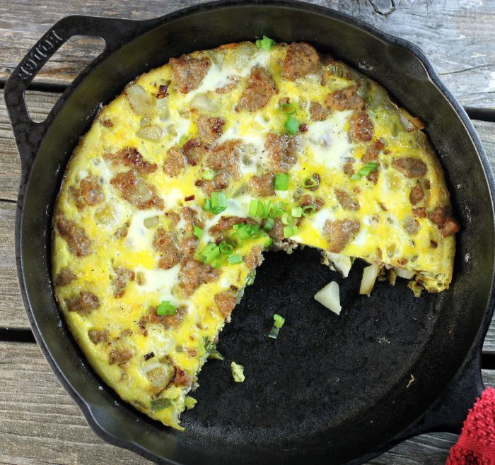 Sausage egg frittata, this is a super easy frittata to enjoy at breakfast, lunch, or dinner, you're going to love it.