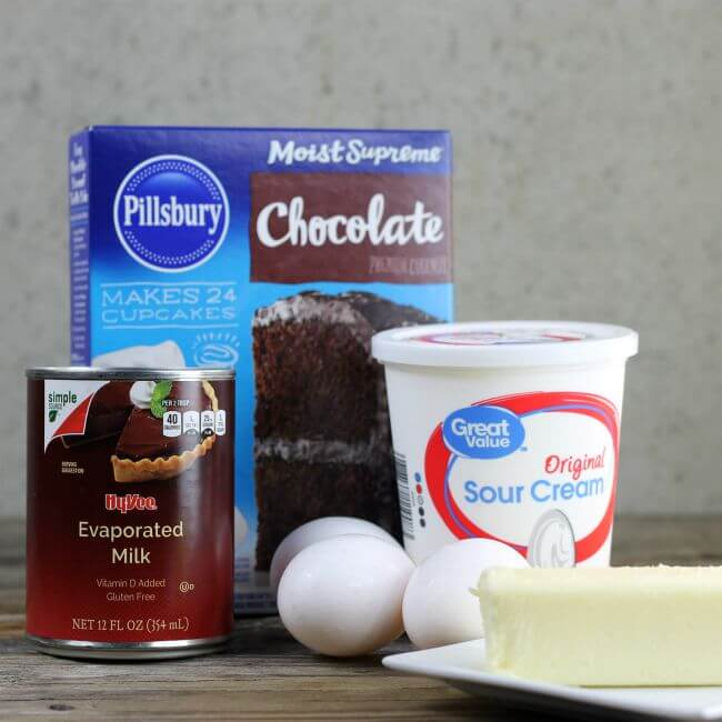 Ingredients to make a chocate cake.